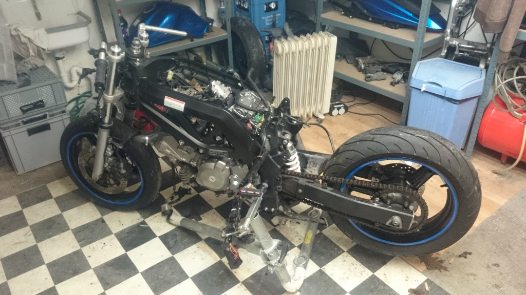 SV650 being stripped
